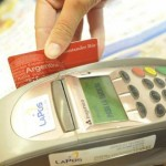 Medidas argentinas sobre uso de tarjetas en exterior preocupan a Uruguay