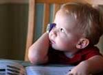Francia prohibirá wi-fi en escuelas y publicidad en celulares a menores de 14 años