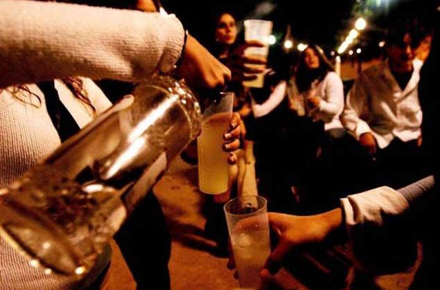 Los fuertes complotes y las oraciones de la borrachera y el alcoholismo