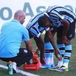 Futbolistas sumergen botines en agua y hielo para aplacar calor en Brasil