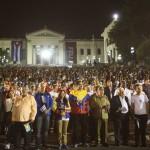 Mujica participa junto a su par Raúl Castro en marcha de las antorchas en homenaje a José Martí
