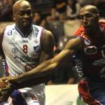 Basket: Olimpia y Nacional ganaron en el torneo por la permanencia.