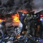 Yanucovich en la cornisa: cinco muertos y 150 heridos en enfrentamientos callejeros en Kiev entre policías y opositores