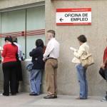 El número de desempleados en España vuelve a subir hasta casi 5 millones, el 26,03% de la población activa