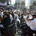 """""""Movilización en concierto"""": orquesta del Sodre reclama haciendo música en la calle"""