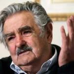 """Mujica cuestionó la intención política de la oposición de dar una visión """"negativa, oscura, de país trancado"""""""