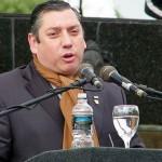 Intendente Enciso dice que a las miserias humanas le contesta con la alegría del pájaro