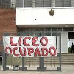 Paro de docentes con ocupación del Liceo N°16 por ausencia de portero, falta de bancos y vacantes