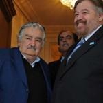 """Mujica apela a """"estar juntos en América por sobre miopías de los gobiernos"""" en acto por Revolución de Mayo"""