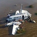 Fuerza Aérea de Uruguay y Argentina extraen restos de avioneta argentina que cayó al río de la Plata