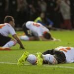 Inconsolables: Valencia CF queda fuera de la Europa League por gol del Sevilla en el último segundo