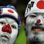 Mundial de Fútbol: Hinchas japoneses limpian gradas del estadio tras el partido