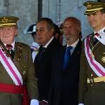 Diputados españoles aprueban la abdicación del rey pese a peticiones de absolución de la monarquía