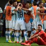 Argentina le ganó 1-0 a Bélgica y se clasificó a semifinales de un Mundial tras 24 años