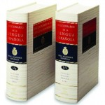 Diccionario de la Real Academia Española imprime su última edición en papel