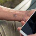 Adiós a contraseñas, palabras o huellas: llega el tatuaje que desbloquea el celular