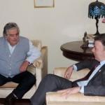 Mujica ofreció a su par colombiano Juan Manuel Santos, mediar en el conflicto con la guerrilla