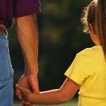 La distribución de tareas domésticas entre hombres y mujeres influye en las elecciones profesionales de los hijos