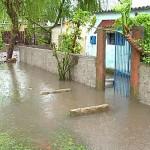 Mujica visitó las zonas inundadas en Paysandú y recorrió alojamientos de evacuados
