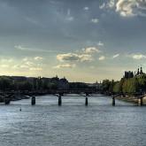 """Paris propone """"selfies"""" o Twitter en vez de candados """"de amor"""" en los puentes"""