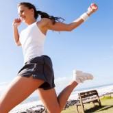 Deportistas de entrenamiento más exigente viven 40% más que el resto de la población
