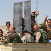 Kurdos recuperan la mayor represa de Irak apoyados por aviones de EE.UU.