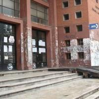 Docentes del Dámaso Larrañaga ocupan el liceo por mayor seguridad y laboratorio y se suman a marcha estudiantil