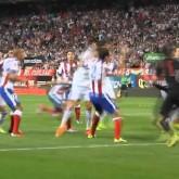 Diego Godín y Cristiano Ronaldo a las piñas en el área