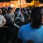 Missouri moviliza la Guardia Nacional contra manifestantes enfrentados a policías