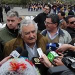 Mujica pide que docentes explique a alumnos el logro de ampliar plataforma marítima