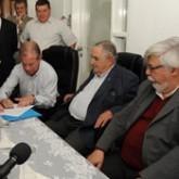 Mujica entrega herramientas de carpintería a reclusos de Santiago Vázquez