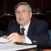 Senador Viera propone desgravar Fonasa del aguinaldo