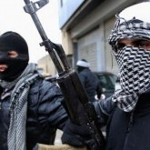 """Estado Islámico busca matar al papa Francisco """"portador de la verdad falsa"""": los yihadistas doblegan a EE.UU. y toman un aeropuerto"""