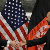 """EE.UU. mantendrá tropas en Afganistán tras 2014 en """"acuerdo siniestro"""" según los talibanes"""