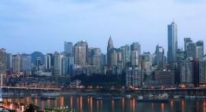 China instala el primer carril peatonal exclusivo para quienes operan celulares