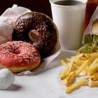 """Hábitos dietéticos mejoran pero no entre los pobres: crece la """"brecha alimentaria"""""""