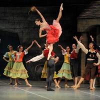 """1.000 niños de 105 escuelas rurales presenciaron """"Don Quijote"""" en el Auditorio Adela Reta"""