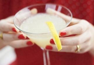 Esmalte de uñas detecta drogas, de las usadas en violaciones, disueltas en la bebida