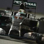 Hamilton ganó el Gran Premio de Singapur y pasa a liderar el Mundial