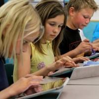 Presentan libro de texto digital capaz de cambiar su contenido acorde al alumno