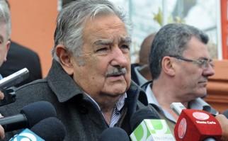Mujica asegura que hay más cargos de confianza en el Parlamento e intendencias que en el Ejecutivo