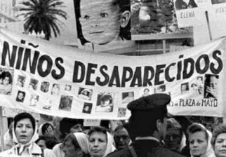 Argentina inicia juicio a médicos que asistieron los partos para secuestrar hijos de desaparecidas