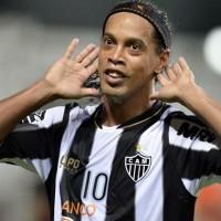 """Político mexicano tildó de """"simio"""" a Ronaldinho y provocó la reacción del club Querétaro"""