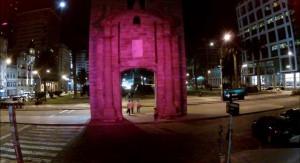 """""""Edificios Rosados"""" una expresión de compromiso con el mes de lucha contra el cáncer de mama"""