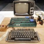 Subastan en US$905.000 una computadora Apple-1 construida en el garaje de Steve Jobs