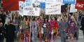 Semana de la Moda: Chanel con marcha callejera feminista como desfile