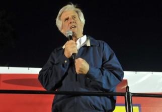 """Tabaré Vázquez dijo que """"ahora algunos pueden pensar que el país siempre fue así, pero antes bajaban los salarios"""""""