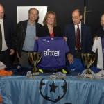 ANTEL entrega indumentaria deportiva para equipos de fútbol infantil