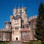 Rematan en Internet el icónico castillo de Butrón en el País Vasco