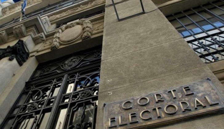 """La Corte Electoral presentará una denuncia penal por distribución de papeletas falsas de """"No"""" a la baja de imputabilidad"""